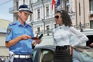 Иностранцев за нарушения ПДД штрафуют так же, как и отечественных автомобилистов. Исключение – лица, пользующиеся дипломатическим иммунитетом.