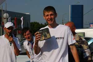 Некоторых полуфиналистов отметили  «за особые заслуги»: так, самый юный – Сергей Бойко – получил вподарок видеорегистратор Mystery.
