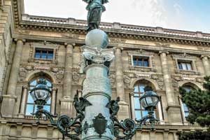 Вена вдействительности находится не так уж далеко. Поэтому если вы собрались вБудапешт, Краков или Прагу, до Вены будет рукой подать.