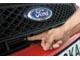 Ford Fusion 1.4. Капот в Fiesta открывается «по-модному» – при помощи выскакивающего «язычка», в Fusion – старым добрым рычажком. А вот моторы одинаковые – 1,4 л (80 л. с.).