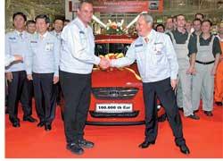 Юбилейный 100-тысячный хэтчбек Kia cee`d сошел с конвейера завода Kia в словацком городе Жилина