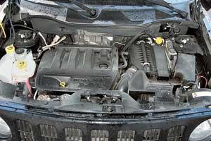 Бензиновый четырехцилиндровый мотор объемом 2,4л разработан в сотрудничестве с Mitsubishi, Hyundai и производится в Мичигане