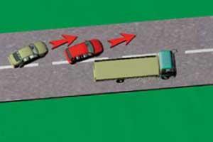 Не пытайтесь объезжать машину, водитель которой уже начал обгонять.