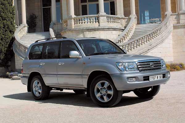 Популярная у нас «сотка» (Land Cruiser 100) выпускалась с 1998 года.