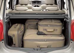Объем багажника Grand Modus до полки составляет 305 литров.