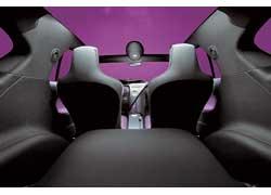 Компоновка салона 3+1 предполагает сплошное сиденье-лавку сзади для одного взрослого пассажира и ребенка.
