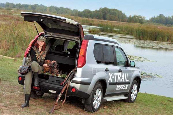 Пластиковая обивка багажника очень практична. Она легко моется, что позволяет безбоязненно отправляться даже на охоту или рыбалку. Тяжелое снаряжение легко задвигается в глубь отсека.