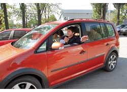 Не стоит забывать, что Park Assistent – это не парковщик, а всего лишь ассистент, и ответственность за скорость маневра и остановку машины полностью лежит на водителе!