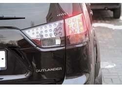 Несмотря на существующее обозначение XL, оно является условным и на кузове нового Outlander отсутствует.