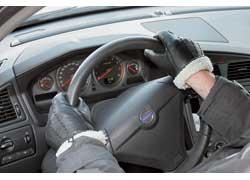 В проверке отопителя особенно нуждаются старые «Жигули», в которых с первой подачей горячей жидкости в «печку» нередко рвется диафрагма крана, и тосол льется под ноги пассажиру