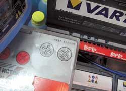 «Преклонный» возраст аккумуляторной батареи– 3–5 лет со дня выпуска. Хотя при бережном обращении современная АКБ может прослужить до 7 лет.