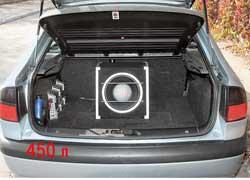 Laguna лифтбек более практична, чем седан Peugeot 406, – в «походном» состоянии ее багажник на 20 л вместительнее (450 против 430 л соответственно), а с разложенным задним сиденьем – и того больше.