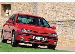 Отличия после рестайлинга 1998-го незначительны: новая передняя оптика, капот и радиаторная решетка.