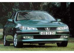 Отличия версий после 1999-го – новые капот, бампер, «раскосая» передняя оптика и ячеистая радиаторная решетка.