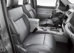 Комфортабельные передние кресла отличаются развитой боковой поддержкой (отделка салона кожей – опция).