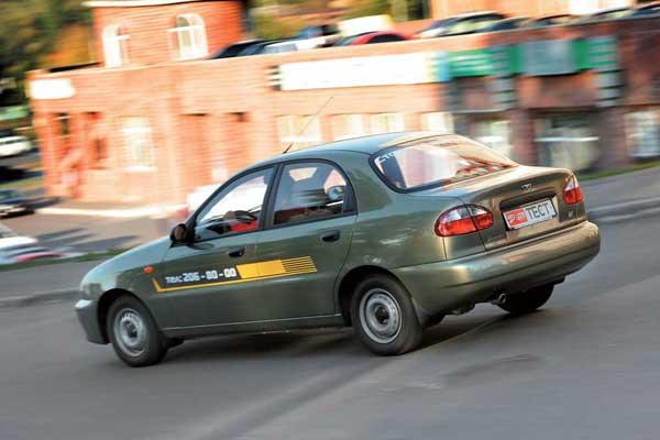 Новый мелитопольский мотор установлен под капотом машины, кузов которой изготовлен в Польше.