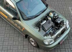 Под капотом – отличная от «сенсовской» пластиковая крышка мотора. В 1,4-литровом двигателе МеМЗ-317 более 40 полностью новых деталей.