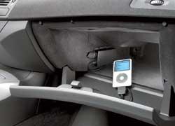 К штатной аудиосистеме можно подключить iPod или любой USB-совместимый носитель.