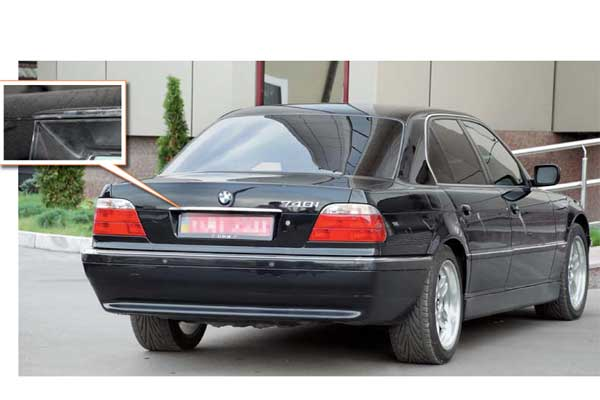 Все BMW 7-й серии отлично защищены от коррозии, а единственное характерное место, подверженное «рыжей» болезни, – крышка багажника в районе декоративной накладки над номерной планкой.