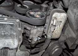 После пробега 100–150 тыс. км отмечены потери герметичности шлангов гидроусилителя на стыках резины и металлической обоймы. Комплект шлангов – около $300, работа – $100.