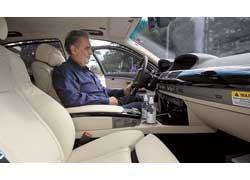 Известный оперный певец и дирижер Пласидо Доминго получил ключи от водородного BMW Hydrogen