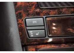 Тем, кто мерзнет, BMW предлагает подогрев передних сидений, а «горячим» драйверам – возможность отключить систему стабилизации.