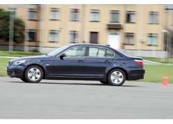 Максимальная скорость немецкого седана на 26 км/ч больше, несмотря на его меньшую мощность.