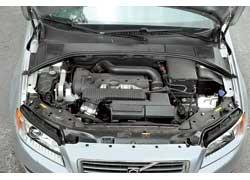 За счет использования турбины подняли не столько мощность 2,5-литрового мотора Volvo, сколько уровень крутящего момента.