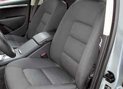 Сиденья не отличаются большой боковой поддержкой, но хорошо удерживают седока. Кресла Volvo оснащены трехпозиционной памятью.