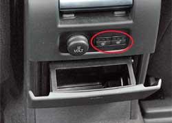 В S80 нет регулировок температуры для задних пассажиров, зато есть подогрев сидений.