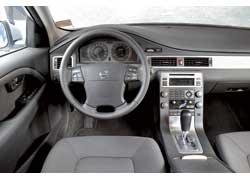 На центральной консоли Volvo традиционный «человечек» – фирменный способ регулировки потоков воздуха.