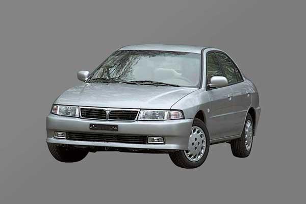 Soueast Lioncel прошлого поколенияпостроен на базе Mitsubishi Lancer шестого поколения и продается параллельно с новой моделью, но за 14490 долларов.
