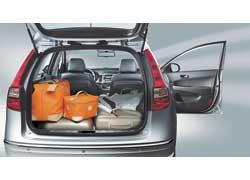 В походном состоянии объем багажника составляет 415 л, а при сложенном заднем ряде сидений он увеличивается более чем в три раза – до 1395 л (у хэтчбека – 340 и 1250 л соответственно).