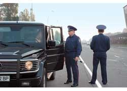 При общении со старшими офицерами ГАИ нарушение признавали не только водители обычных авто, но и владельцы дорогих иномарок, и даже чиновники с депутатами!
