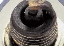 Черный нагар –переобогащенная смесь, позднее зажигание, недостаточная компрессия.