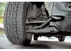 Хода подвески по-внедорожному внушительны: переднее колесо качается с амплитудой 180 мм, заднее – 190 мм.