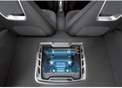Под капотом работает 1,4-литровый бензиновый турбомотор TFSI, 150 «сил» которого передаются на передние колеса посредством роботизированной коробки передач S-tronic DSG