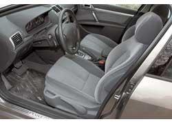 Тот, кто плавно ездит с АКП, способен оценить комфортную подвеску и удобные сиденья.