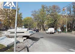 Незавершены работы на Якира, перекрыта часть ул. Семьи Хохловых.