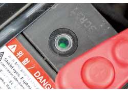 Не забывайте об индикаторе АКБ – подзарядка от стационарного устройства может понадобиться даже исправной батарее.