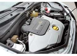 Особенность 8-клапанных двигателей – со временем они нуждаются в регулировке тепловых зазоров клапанов, а вот в «16-клапанниках» применены гидрокомпенсаторы.