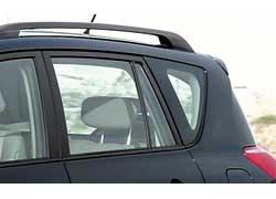 Авто предлагается в комплектации «Х», включающей обилие хрома, кожаную отделку и ряд полезных аксессуаров.