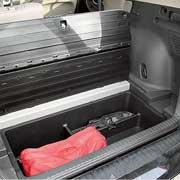 Пол багажника состоит из двух частей. Под ними нишы объемом 80 литров.