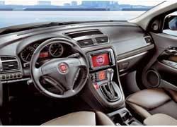У рестайлинговой версии изменился дизайн рулевого колеса. В качестве дополнительного оборудования можно заказать DVD-плеер, аудио- и навигационную системы.