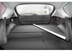 Пол багажника высокий, что существенно уменьшает объем отсека. Даже спинки заднего дивана в сложенном состоянии располагаются ниже, образуя ступеньку...