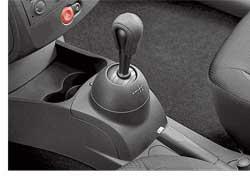 В Украине появилась новая версия автомобиля Renault Clio III – Extreme. Машина комплектуется двигателем объемом 1,2литра и 5-ступенчатой роботизированной коробкой передач с электрогидравлическим управлением.