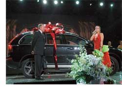 На финальном концерте своего всеукраинского тура «Этот танец» Наталья Могилевская получила в подарок внедорожник Volvo XC90.