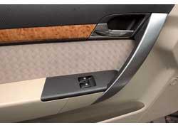 Удобные дверные ручки Aveo напофминают такие же у BMW.