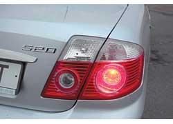 Стиль и наклон букв «шильдика» «Лифана» повторяет BMW.