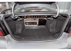 Aveo предлагает удобный вариант трансформации заднего дивана: в машине можно складывать части спинки отдельно – 40:60.